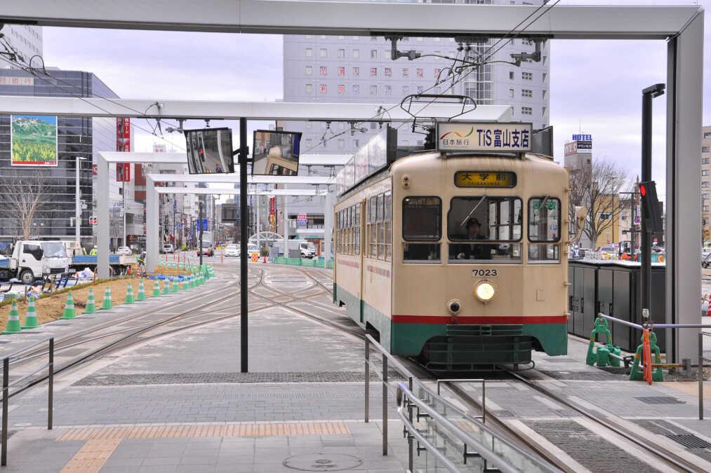 富山地鉄軌道線⇔富山港線南北接続後の運行形態など